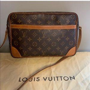 💯 Authentic Louis Vuitton Crossbody
